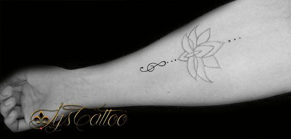 Lys tattoo - Tatouage trait bras ...