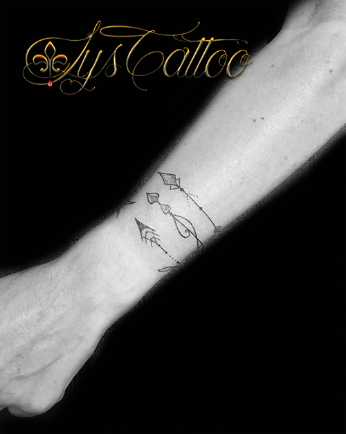 Lys tattoo - Tatouage trait fin ...